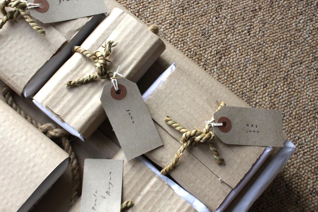 Belinda Love Lee Gift Tag & Wrap - Lettering Tutorial
